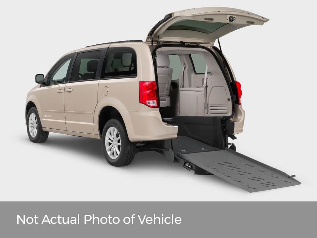 2015 Dodge Grand Caravan SXT BraunAbility Rear-Entry Manual Ramp